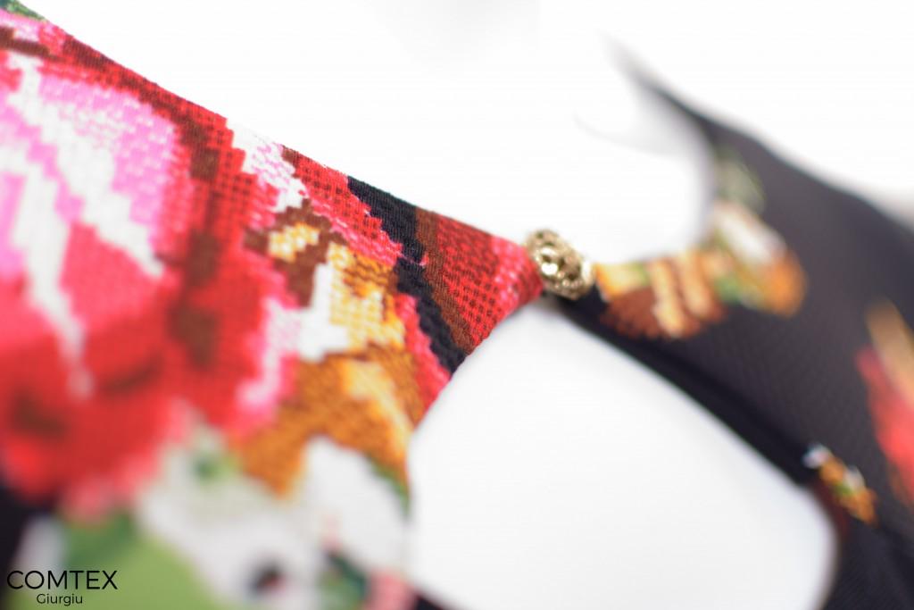 Detaliu rochie cu flori